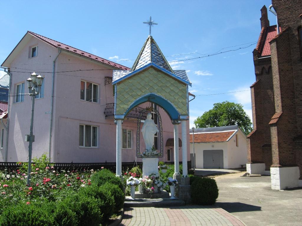Пам'ятник Матері Божій біля Церкви Святої Анни