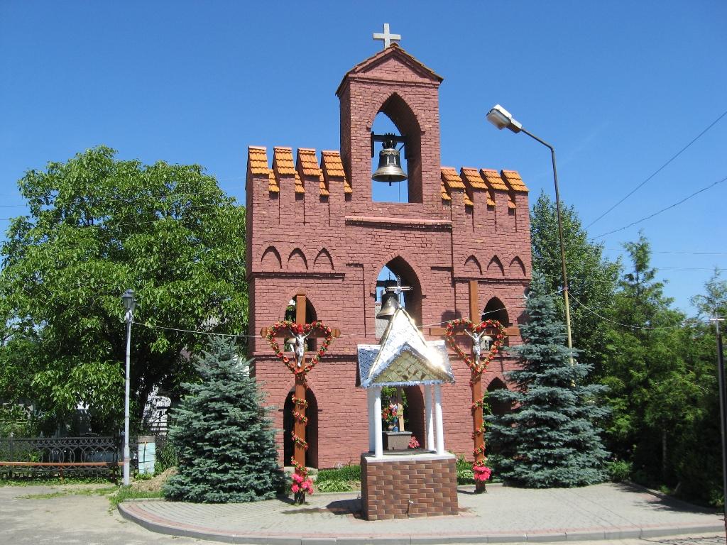 Дзвінниця біля церкви Святої Анни